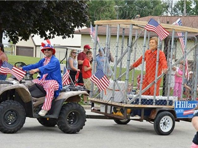 parade-float-Hillary-Clinton-cage-twitter-640x480